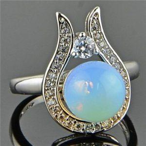 Кольцо с лунным камнем адуляр
