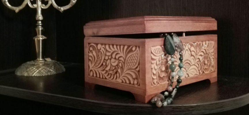 Деревянная шкатулка для украшений