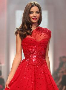 Красное платье с поедками