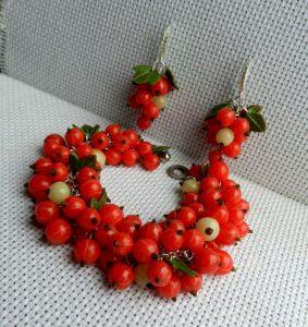 Браслет и серьги из полимерной глины ягоды