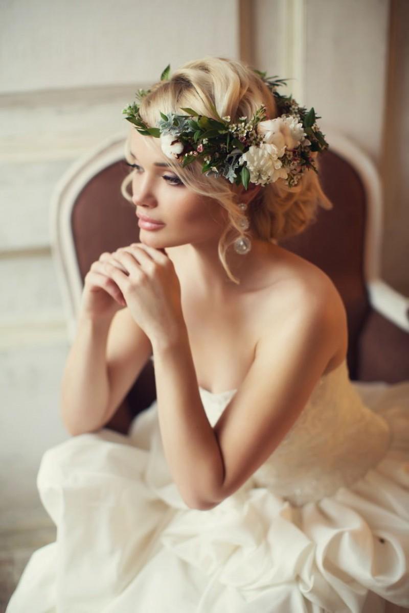 Фото свадебных причёсок с веночком